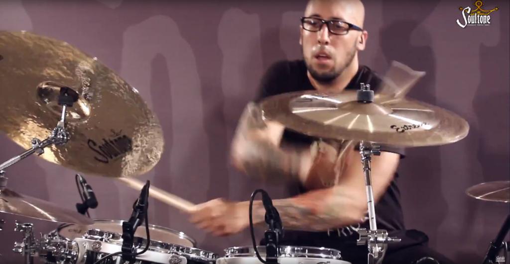 Gustavo Morantes en la bateria de Soultone Cymbals